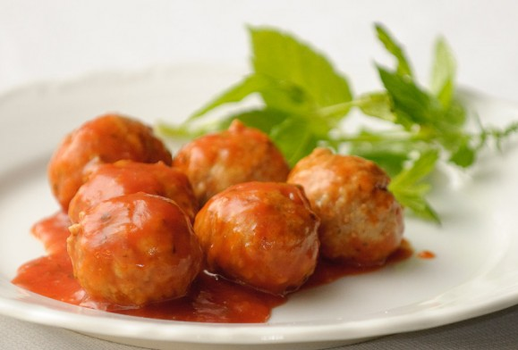 Grote frikadellen in tomatensaus  (1 frikadel met saus) / st